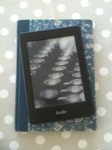 Hva passer vel bedre som Kindle-cover enn en ekte bok?